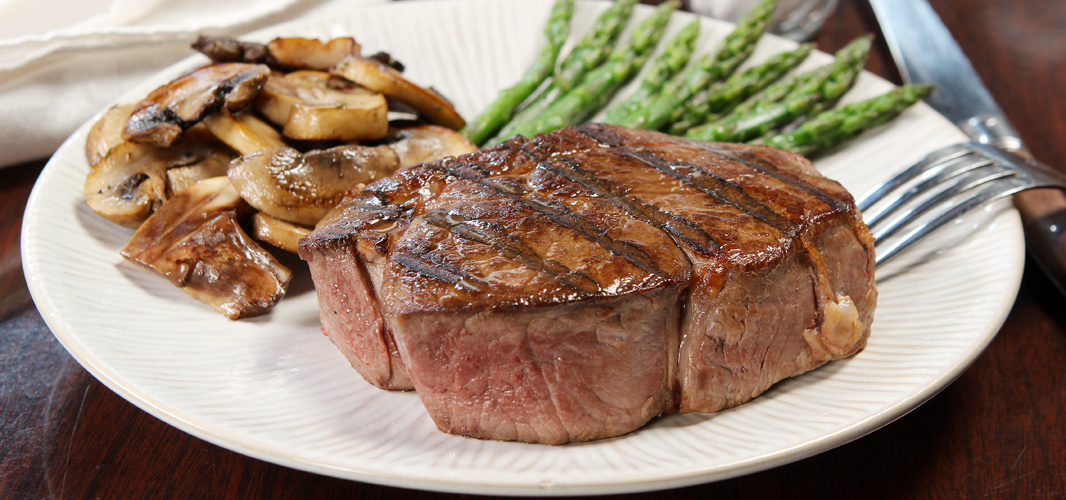 Grilled Filet Mignon With Mushrooms & Asparagus